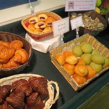 朝食 パンは4種類