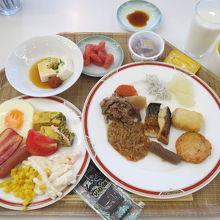 朝食 料理をお皿に盛り付けました