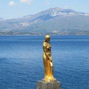 日本一深い瑠璃色に輝く湖