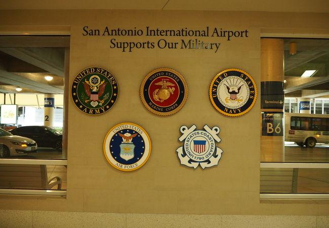 サンアントニオ国際空港 (SAT)