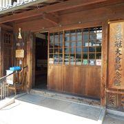 昔ながらの酒造り工程、酒樽などの展示