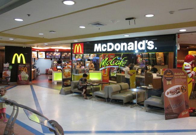1階にマクドナルドがありました