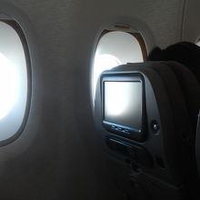 A380 窓側は壁面との空間がゆったり
