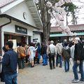 写真:鶴ヶ城内軽食休憩所サービスコーナー