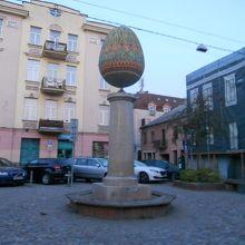 イースターエッグの彫刻