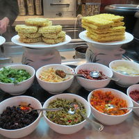 ブッフェ式の朝食 メニューの種類は多い