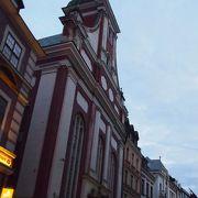 18世紀の教会がリノベ―トされています。