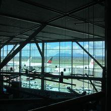 空港内から