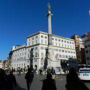 コルソ通りの真ん中の広場