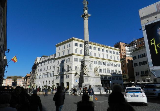コロンナ広場の目印