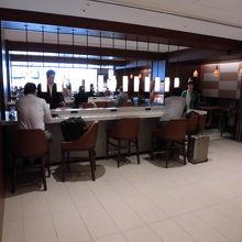 伊丹空港2階サクララウンジ
