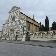 朝のサンタマリアノヴェッラ教会