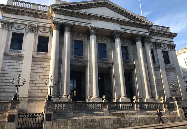 市庁舎もギリシャ風