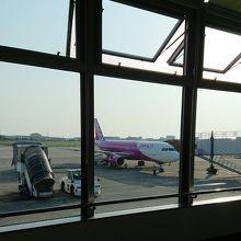 綺麗で使い勝手の良い空港。お土産ならここで揃う。