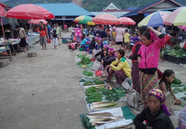 ムアンローン市場