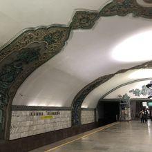 ハミッド・オリムジョン駅。
