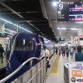大阪難波から関西空港まで35分程度。追加(特急)料金はレギュラーシートは510円、スーパーシートは720円。