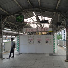 上野方面 ホームの階段1カ所工事中です
