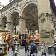 シニョーリア広場西側の市場