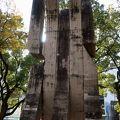 写真:広島市医師会原爆殉職碑 「祈りの手」