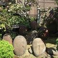 写真:柳森神社 力石群