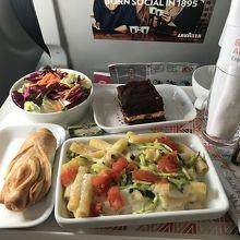 ブダペストからローマ行きの機内食