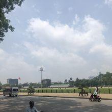 整然とした広場