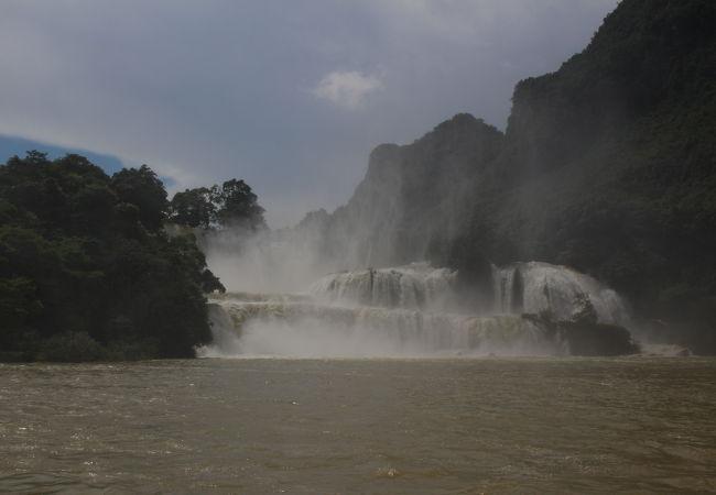 徳天跨国大瀑布風景区