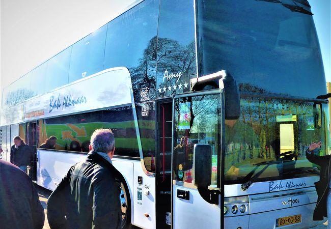 チューリップ専用大型バスを優先して公園の入り口に♪