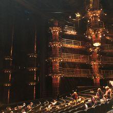 劇場内はとても広いです。