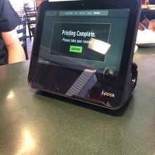 お支払いはこの機械で。