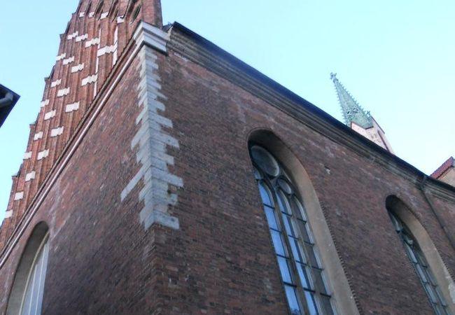 「壁面の修道士の像」が有名な教会