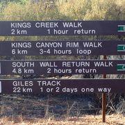 コースはそれぞれ色分けされていて、ハイキングルートに沿って、矢印表示があるので迷わないようになっています。