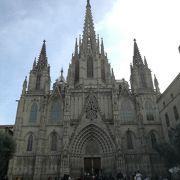 バルセロナの古典建築として見ごたえ充分。回廊がイマイチなのが残念。