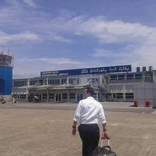 マレ フルレ国際空港 (MLE)