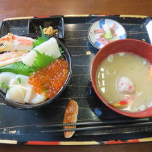 五色海鮮丼
