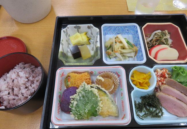 ツアーのお昼ご飯でした