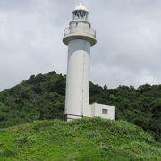 白い灯台が目立っています