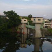 飯坂温泉駅からすぐの場所にあった小さなダムでした。