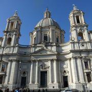 ナヴォーナ広場に面する美しい教会