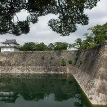 大阪城東南の高石垣上に建つ櫓