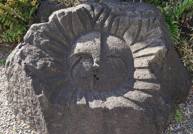 抗火石のモヤイ像