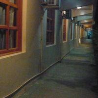 ホテルの廊下は、暗いです。カジノに通じていますが、心配です。