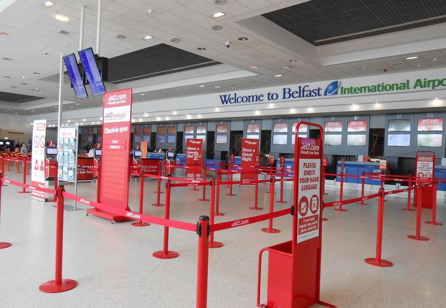 ベルファスト国際空港 (BFS)