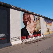 壁画は修復されてきれいです