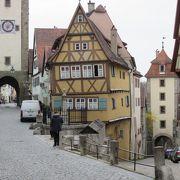 中世の街並みが・・・
