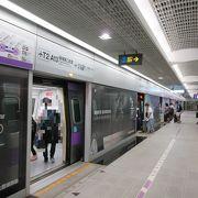 台北へ桃園空港からの移動の際、こちらの駅から乗車しました。
