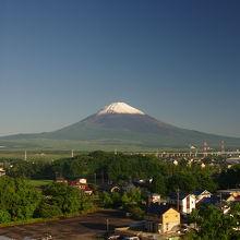 天気良ければ、窓から素晴らしい富士山が見える