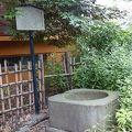 写真:御神水吹上井戸石枠