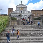 教会前からのフィレンツェの街並みが素晴らしい